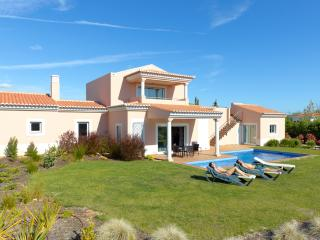 3 BEDROOM INDEPENDENT VILLA WITH PRIVATE POOL FOR 6 PEOPLE, IN A 5 STAR RESORT WITH SPA, IN CARVOEIRO REF. VDL 138710 - Carvoeiro vacation rentals