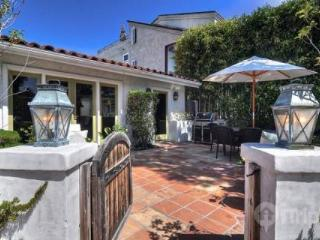 Charming 2BR / 2BA Corona del Mar Cottage (3764357) - Newport Beach vacation rentals