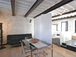 Blach&white Lucca  Citycenter Ac And Wifi - Lucca vacation rentals