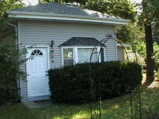 Sweet Sawyer, MI cottage with big backyard - Sawyer vacation rentals