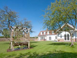 Henley House.  Slps 16. Hot Tub, Sauna, Pool Table - Oxfordshire vacation rentals