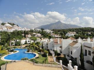 Prime location and quiet luxury 2 bed / 2 bath with golf and dining nearby - Puerto José Banús vacation rentals