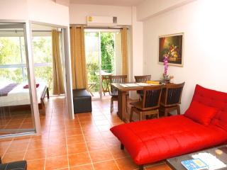 1 bedroom apartment 100m from the beach - Rayong Province vacation rentals