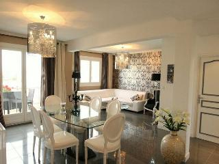 Modern apartment with south-facing terrace, 300 meters from the beach - Juan-les-Pins vacation rentals