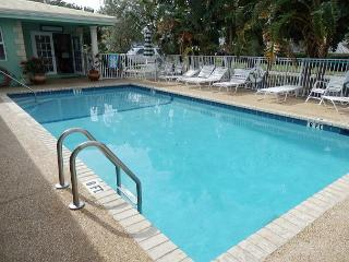 Lovely Studios - 1 Block to Ocean Deerfield Beach - Deerfield Beach vacation rentals