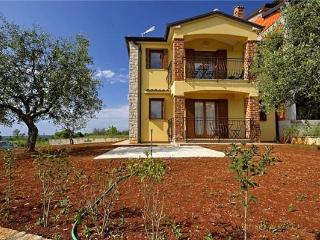 Newly renovated holiday house for 7 persons in Porec - Tar vacation rentals
