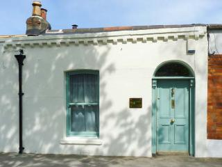 COOLVILLE, close to city centre, all ground floor, Ref 912143 - County Dublin vacation rentals