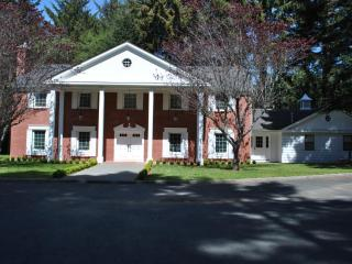 Elegant 'Serenity Manor' - Crescent City vacation rentals