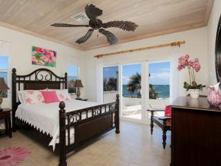 Private Beachfront Estate w/Pool, home theatre - Double Bay vacation rentals