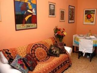 HolidayVaticanApartment  - freeWIFI,AC,metro 250m - Rome vacation rentals