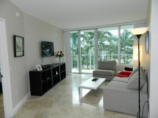 2BR on Collins Av, Parking and Pool. - Miami Beach vacation rentals