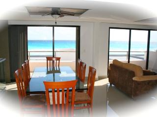 Beautiful 4 bedroom on the beach for 10 people - Cancun vacation rentals