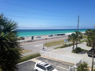 Summer Breeze 303 *50 YARDS TO PUBLIC BEACH*NEAR RESTAURANTS, ENTERTAINMENT, FISHING, & MORE. - Destin vacation rentals
