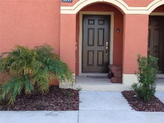 4 bedroom/3 bath. (CA)  Sleeps 8 at Paradise Palms a  5 star Orlando  Resort, Lakeview with private pool & Lanai CL - Kissimmee vacation rentals