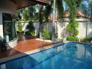 pattaya very nice villa with swimming pool - Saraburi Province vacation rentals