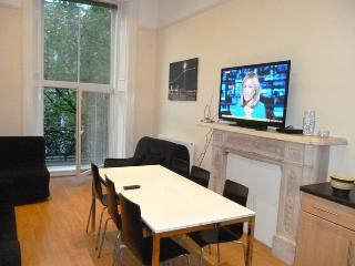 HYDE PARK HARRODS BALCONY FLAT1 plasma 3bed2bath in Kensington - London vacation rentals