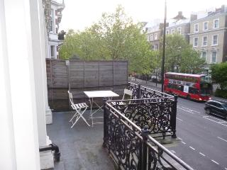 HYDE PARK HARRODS BALCONY FLAT12 double 5bed4bath in Kensington - London vacation rentals