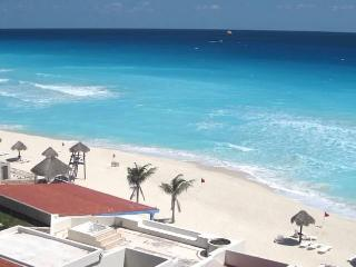 TWO ROOM 1 1/2 BATH FOR 6 CORNER PENTHOUSE H.ZONE - Cancun vacation rentals