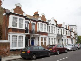 Elmstone Road, Fulham. Light and Bright Flat. - London vacation rentals
