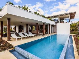 Waterfront Luna 33 with outdoor showers, infinity edge pool & private cook and housekeeping - Marbella vacation rentals