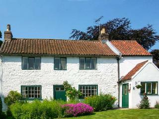 THE WHITE COTTAGE, detached, woodburning stove, parking, garden, in Bridlington, Ref 26091 - Bridlington vacation rentals