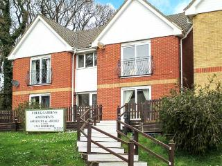 BEMBRIDGE, superb apartment next to a tidal estuary, walks from the door, beach 10 mins walk away, in Wootton Bridge, near Ryde, - Isle of Wight vacation rentals