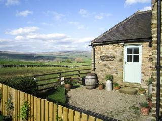LUNEDALE COTTAGE, stone-built semi-detached cottage, off road parking, garden, in Mickleton, Ref 906275 - County Durham vacation rentals