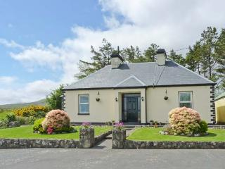 LAKE VIEW HOUSE, detached, open fire, countryside views, rural location, near Tourmakeady, Ref 911933 - County Mayo vacation rentals