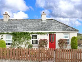 SUMMERHILL COTTAGE, pet-friendly single-storey cottage with woodburner, garden, Mountcharles Ref 912771 - County Donegal vacation rentals