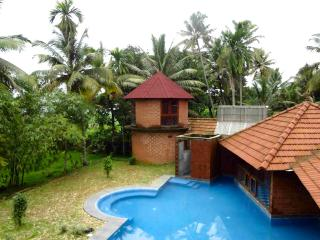 Luxury Kumarakom Lakefront Villa with Pool - Kumarakom vacation rentals