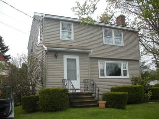 Weekly rental, steps to the beach! - York Beach vacation rentals