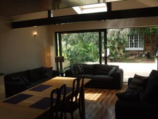 Egham house sleeps 12, only 40 min to London - Surrey vacation rentals