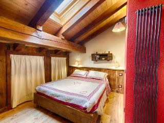 Le Fil Rouge Aosta Valley Apartment Mont Blanc Cervinia Pila - Valle d'Aosta vacation rentals