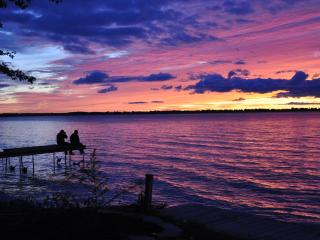 "OPEN ALL YEAR     LAKE SIMCOE'S    "" LI'L COTTAGE"" - Lake Simcoe vacation rentals"
