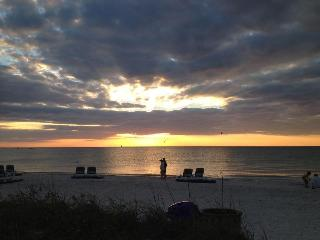 Beautiful Pass-A-Grille Beach House-W/ Bikes wifi(N) - Tierra Verde vacation rentals