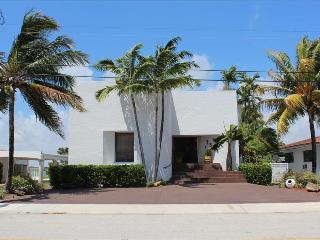 Villa Tesoro Beautiful, modern, and relaxed villa on North Beach. - Miami Beach vacation rentals