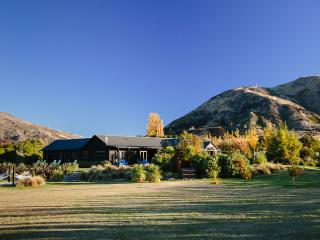 Mountain Range Lodge- Space, Privacy, Luxury - Wanaka vacation rentals