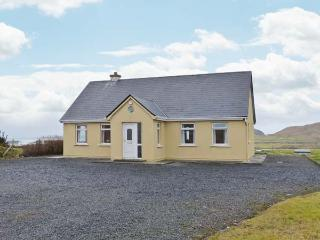 ACHILL VIEW, all ground floor detached cottage, open fire, pet-friendly, near Achill Island, Ref 905564 - Achill Island vacation rentals