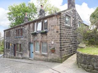 TOWNGATE COTTAGE, traditional terraced cottage with king-size bed, patio, close amenities in Heptonstall Ref 912192 - Heptonstall vacation rentals