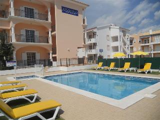 1 BEDROOM APARTMENT 300 M FROM THE BEACH IN A BRAND NEW CONDO WITH POOL IN OLHOS D'AGUA, ALBUFEIRA REF. APTATL136288 - Olhos de Agua vacation rentals