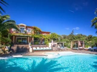 Dolce Vita offers sea views, heated infinity pool with Jacuzzi, playground & close to beach - Ramatuelle vacation rentals