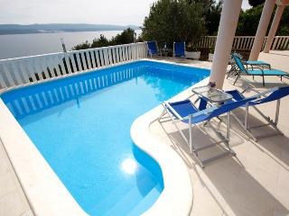 Apartment 2B with pool - Mimice vacation rentals