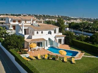 Private Villa 4 bedrooms w/swimming pool - Albufeira vacation rentals