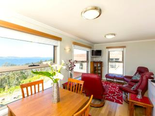 Stylish Modern 2 Bedroom Apartment near Hobart - Hobart vacation rentals