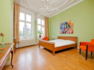 Canal House Old Harbour City Centre Green Room - Amsterdam vacation rentals
