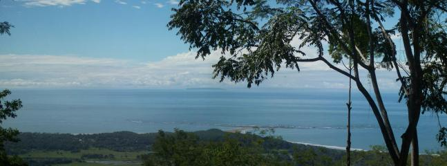 Ah, wake up everyday to this amazing view of the Pacific Ocean from 1300 feet.   - Ocean View JungleMountain Bungalows - Uvita - rentals
