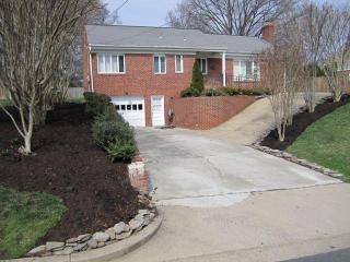 Arlington VA home 1 traffic light to Washington DC - Arlington vacation rentals