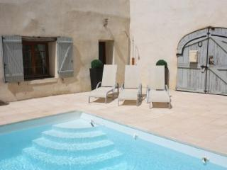 Shabby Chic with heated pool - Beautifully decorated with heated pool and private courtyard - Pouzolles vacation rentals