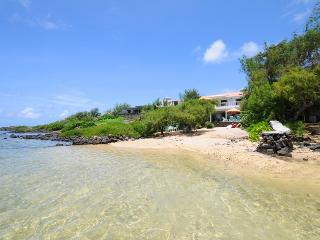 Villa Tropicale on the beach, 20 min. Grand Baie - Roches Noires vacation rentals