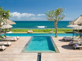 Stunning beachfront villa close to Seminyak - Pererenan vacation rentals